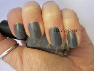 Silver-sparkle-sponge-nails-2