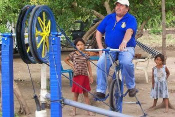 Pompa tali dengan sepeda engkol