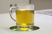 Tazza con tisana di verga d'oro