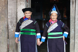 Two Pa Dí ethnic minority women in Mường Khương