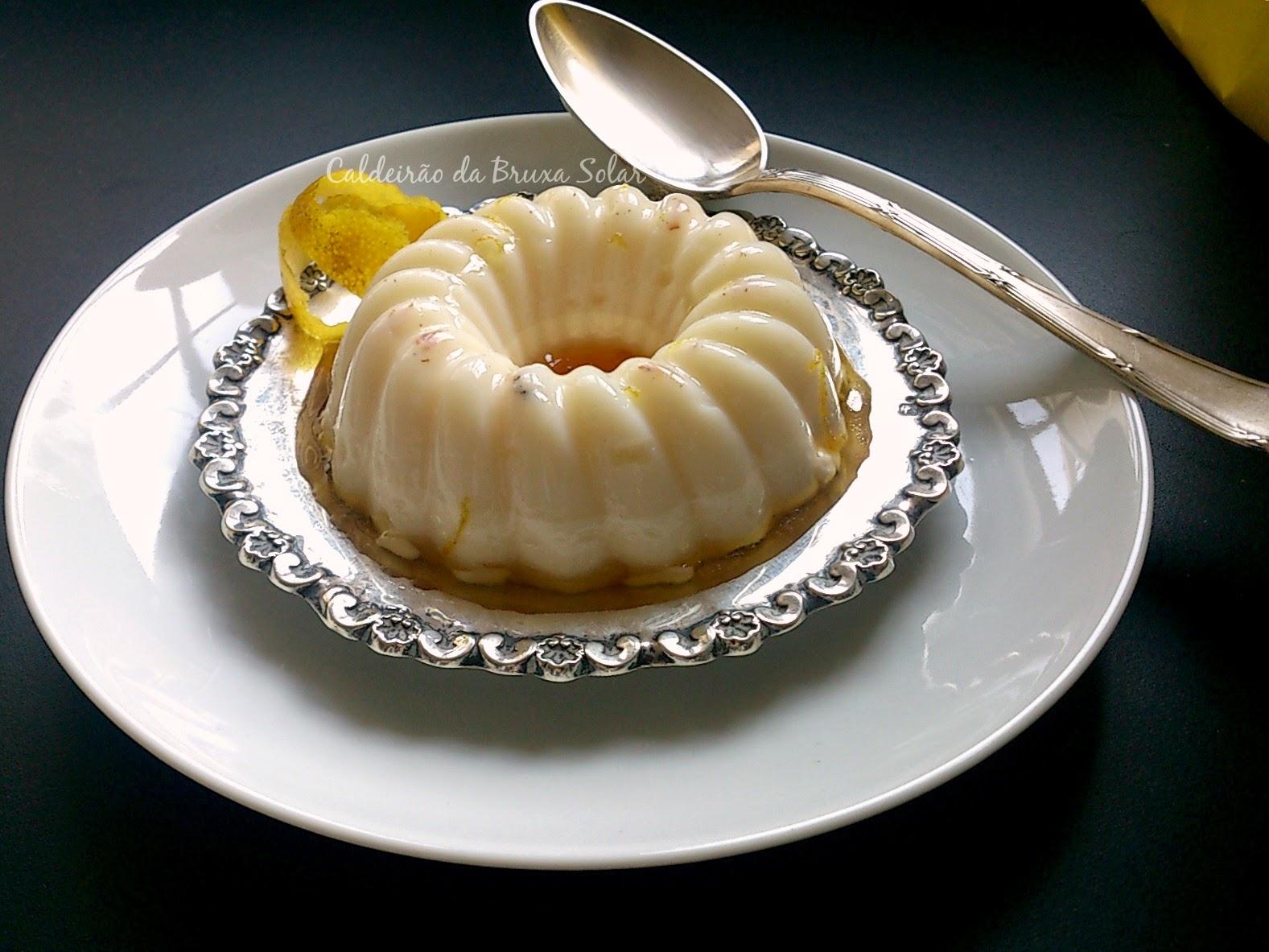 Panna cotta de Cumarú com calda de limão siciliano