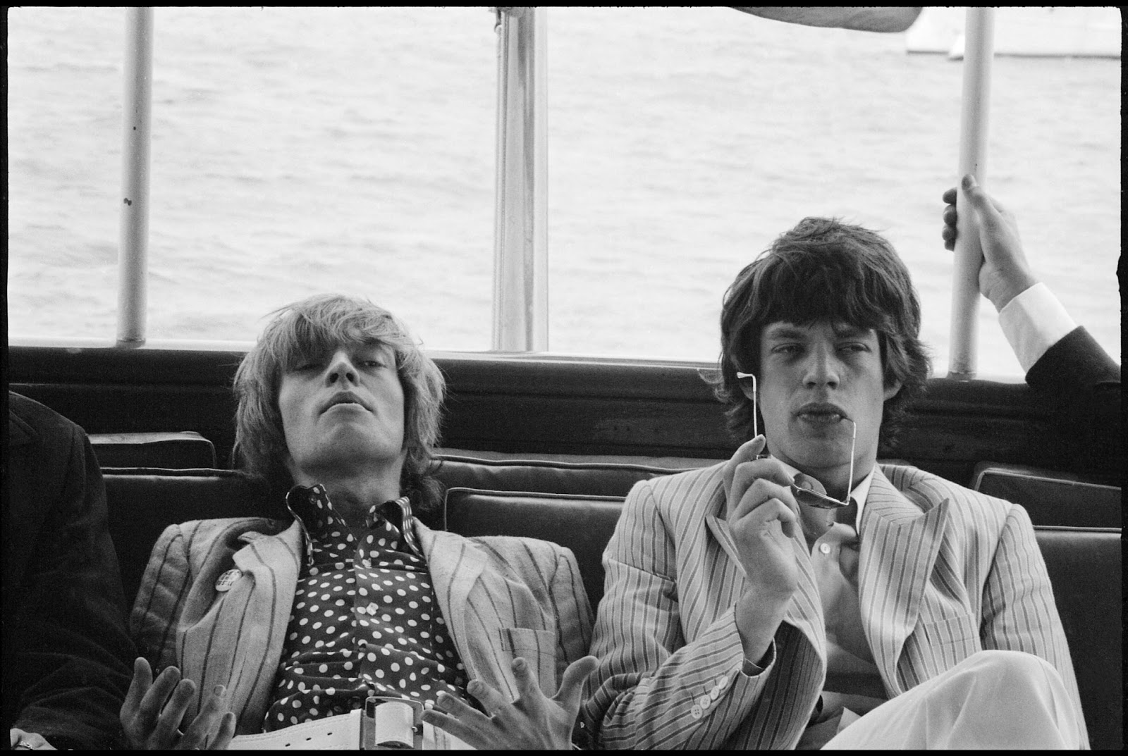 http://3.bp.blogspot.com/-kGMefg2sqOY/UYF23qATJ0I/AAAAAAAAFcI/tgTTME7O4n4/s1600/Brian_Jones_and_Mick_Jagger_New_York_c_1966_Paul_McCartney_Photographer_Linda_McCartney.jpg