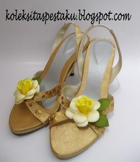 Sepatu Model Terbaru Warna Gold Nuansa Payet Sebar dan Bunga