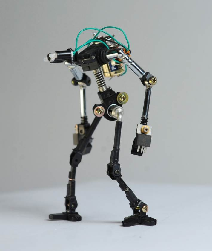 Мини-роботы из электронных деталей - У Самоделкина