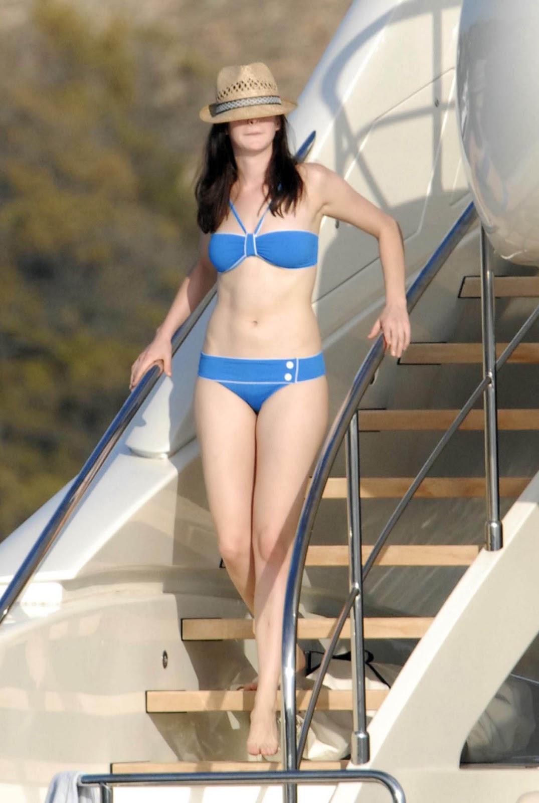 anne hathaway bikini pics