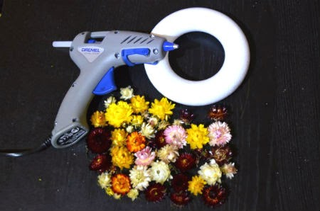 tools for making dry flowers wreath