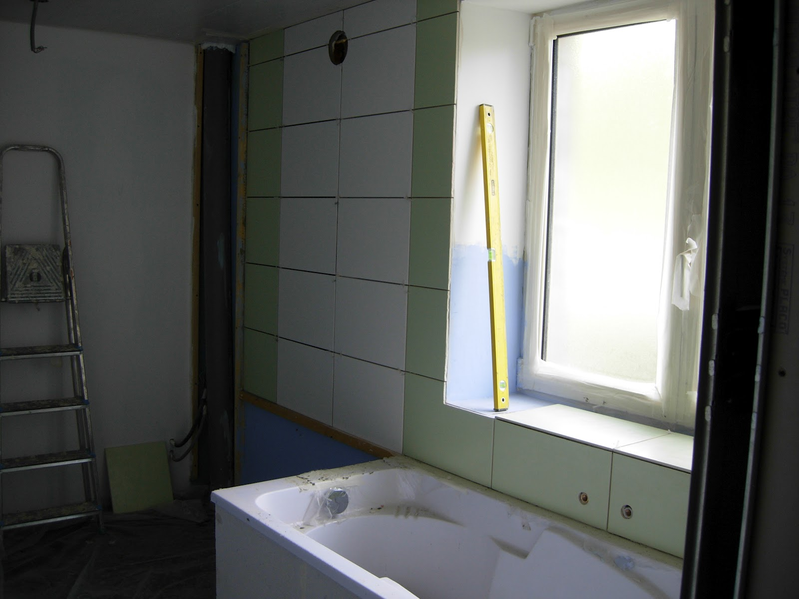Notre maison nos travaux 2 me partie la salle de bain for Faux carrelage mural a coller