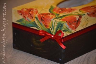 chustecznik decoupage w tulipany