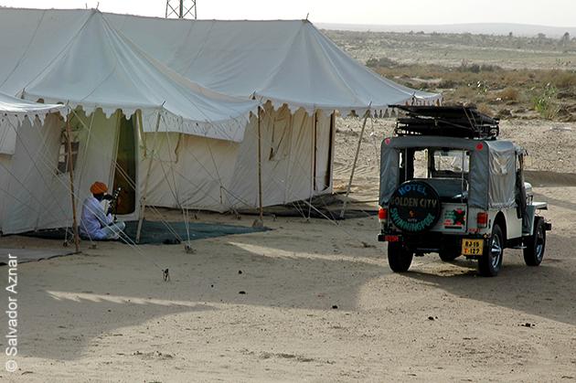 http://www.diariosdeunfotografodeviajes.com/2009/07/campamento-en-el-desierto.html