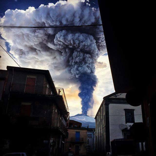 etna eruption amazing shot