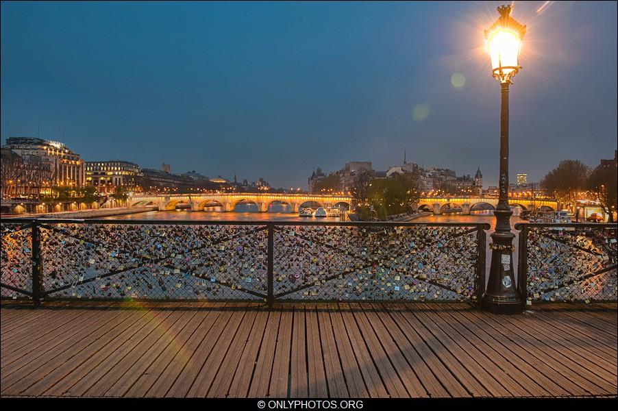 Around the world most sztuk pi knych pont des arts most zakochanych - Pont des cadenas paris adresse ...