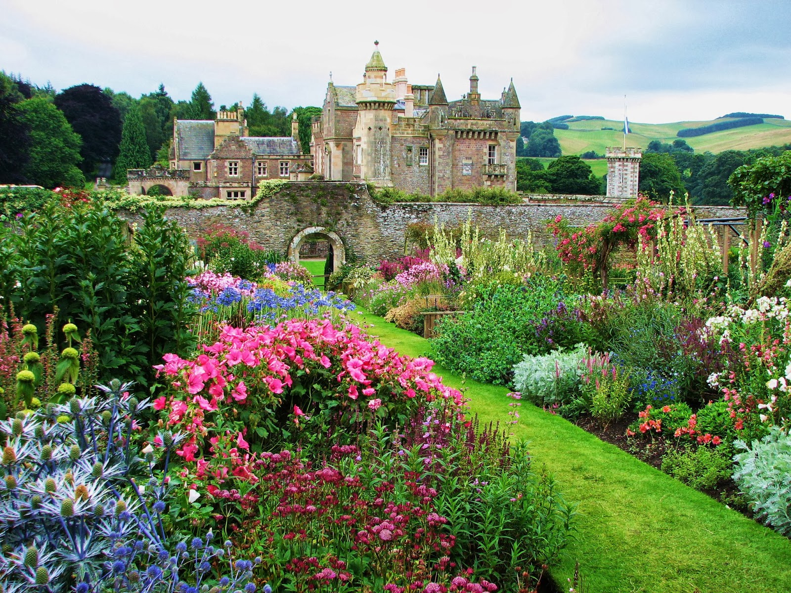 Garden fancy garden photo of the day abbotsford house for Tipos de jardines