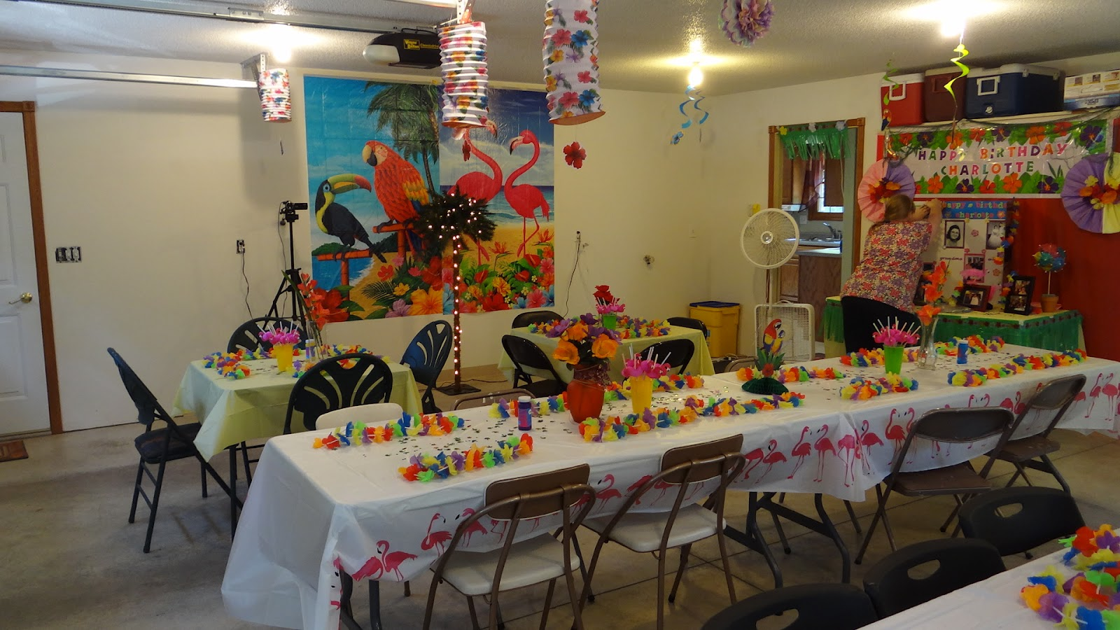 The blooming daisy granny 39 s 70th hawawiian birthday party for 70 birthday decoration ideas