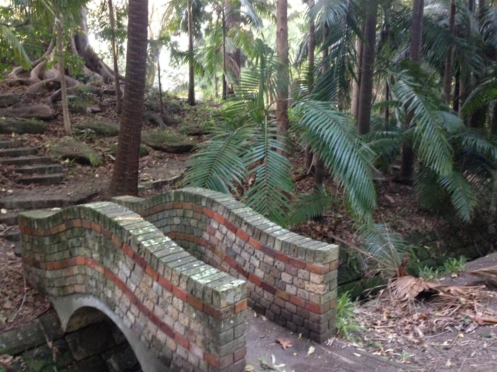 www.crookedcottage.com.au