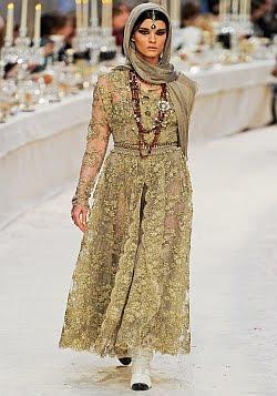 Золотое платье.