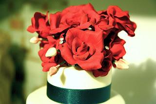 torta con rose rosse di zucchero per un compleanno speciale: 50 anni!!!!!!
