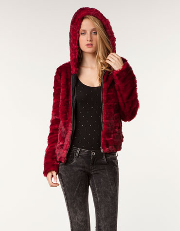 Abrigo de pelo rojo bershka