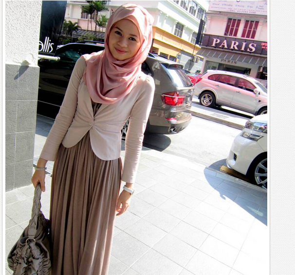 Long Skirt Combination For Feminine Hijab Style