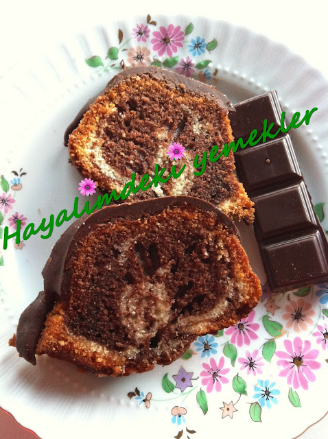resimli Çikolata Soslu Kek Tarifi,Çikolata Soslu mozaik Kek nasil yapilir