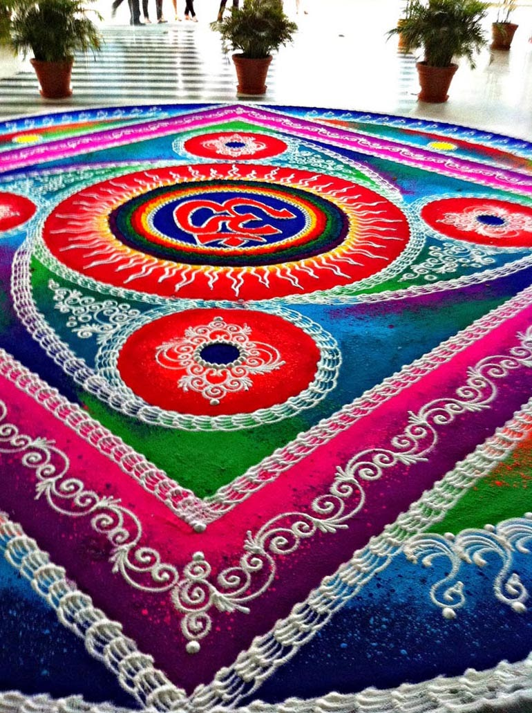 Rangoli Designs and Patterns with Lamps for Diwali 18