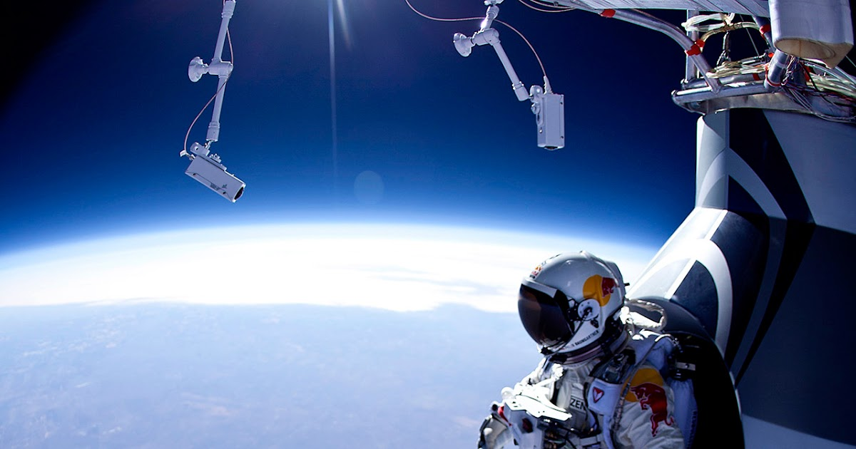 okokno red bull stratos 23 miles above the earth s surface. Black Bedroom Furniture Sets. Home Design Ideas