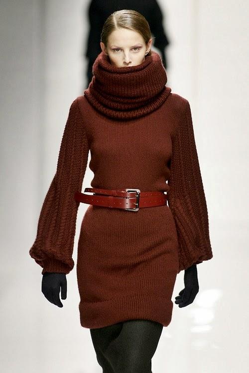 Brioni sukienka na drutach