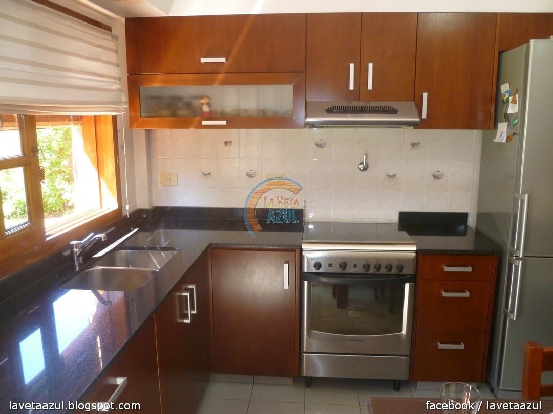 La veta azul mueble cocina en cedro lustrado for Muebles de cocina y precios