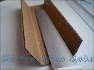 Bainha de faca ecológico: fazendo as dobras no papelão.