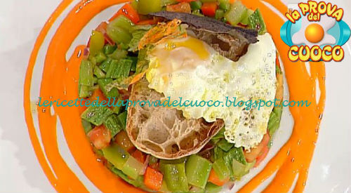 Pisto manchego con pane croccante e uovo fritto ricetta Marconi da Prova del Cuoco