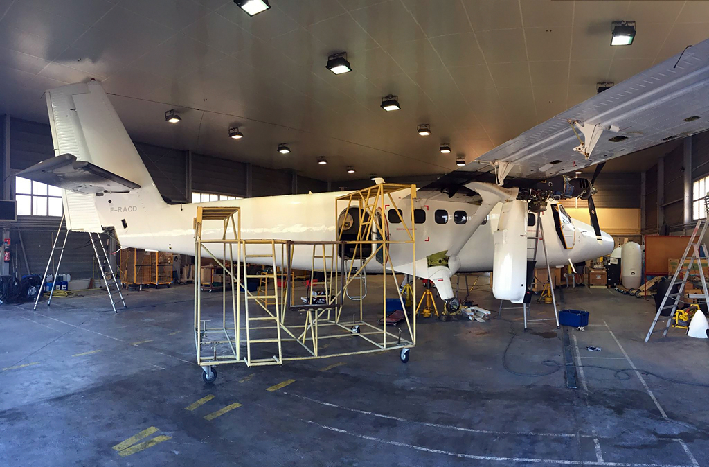 Twin Otter Spotter : MSN 927 Exits the Paint Shop, MSN 244 Exits ...