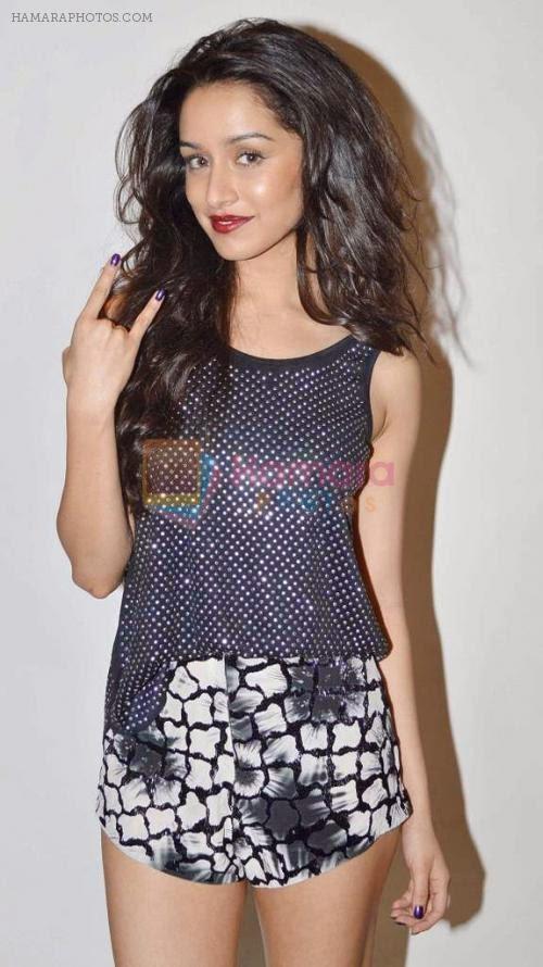 Shraddha Kapoor legs show