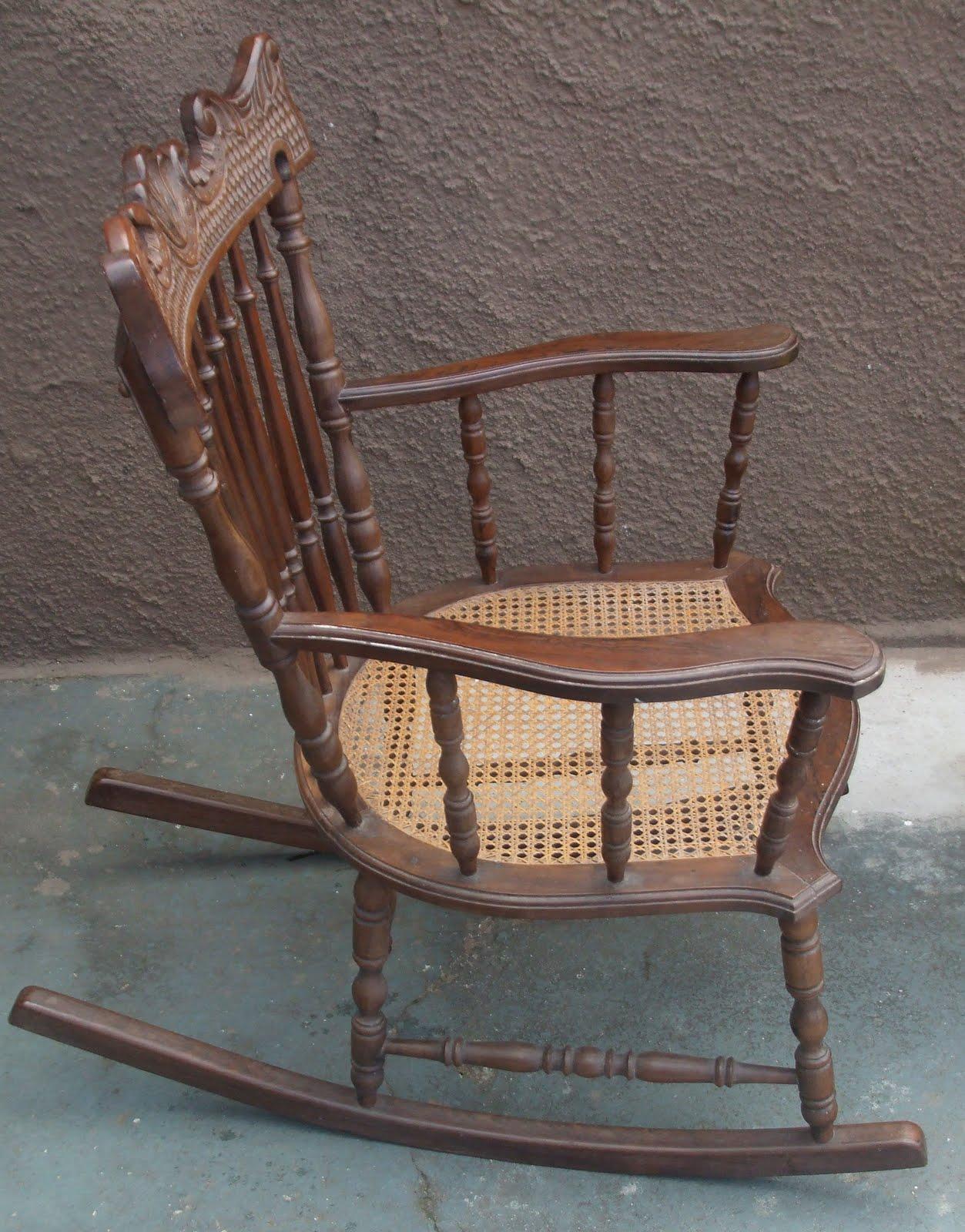 By Vecchio: cadeira de balanço em jacarandá..séc XIX #8F673C 1253x1600