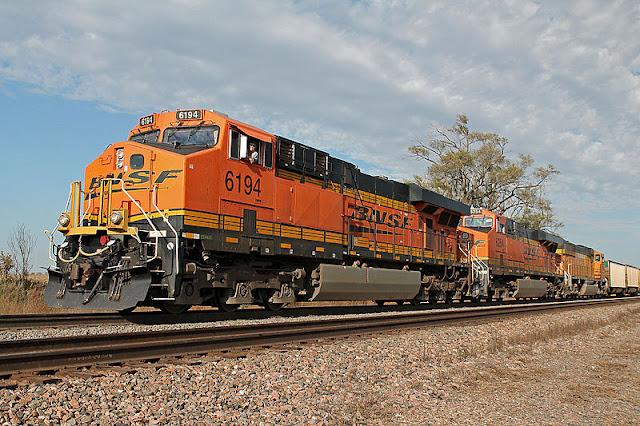 Gambar Kereta Api Lokomotif Diesel 02