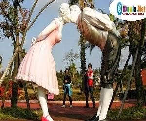 Patung cinta terunik didunia