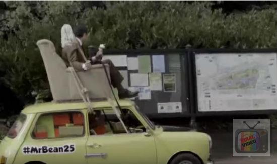 Mr Bean Kembali Pandu Kereta Mini Legendnya Setelah 25 Tahun Berlalu