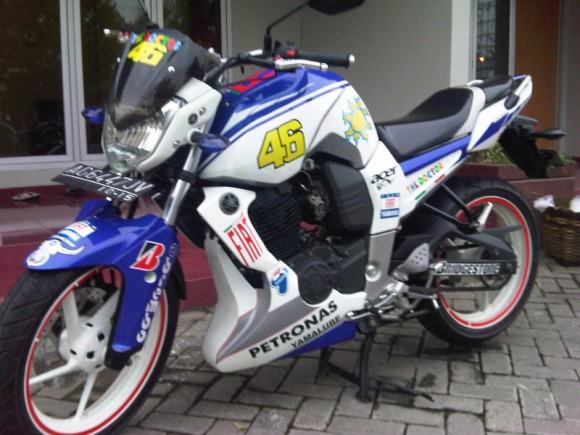 Modifikasi Motor Yamaha Byson Full Cuting Sticker 2012