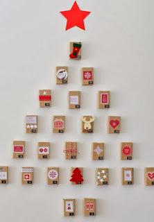 http://manualidadesnavidad.org/arbol-con-cajas-para-pared/