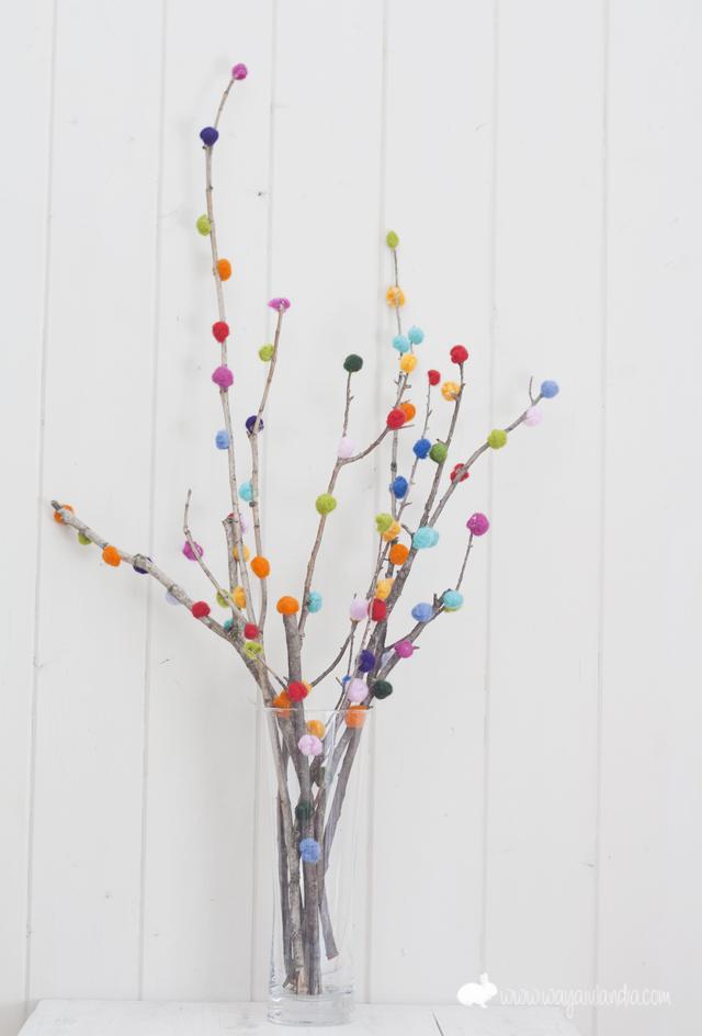 Ramas decoradas con lana fieltrable y mini jard n - Ramas de arbol para decoracion ...