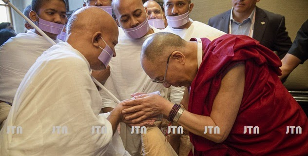 H.H. Acharya Mahashraman welcomed by H.H. Dalai Lama