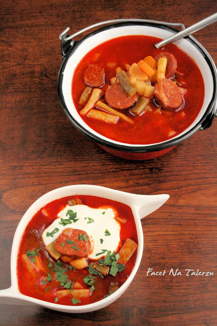 Węgierska zupa z fasolką szparagową i kiełbasą