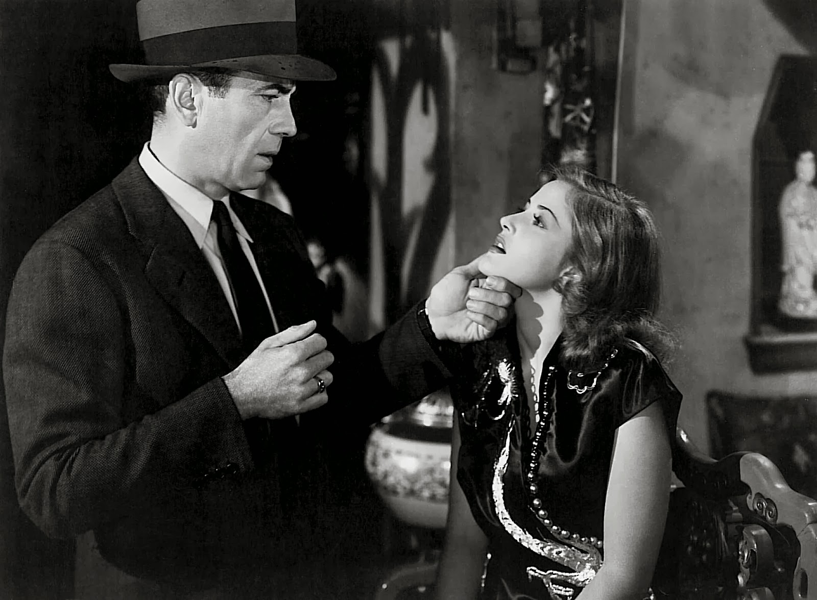 an analysis of the topic of the big sleep and the role of carmen sternwood and vivian regan