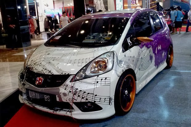modifikasi mobil Honda all new jazz rs putih