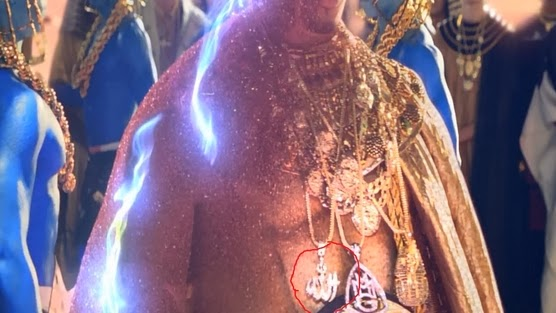 Liontin lafaz Allah yang dibakar Katy Perry