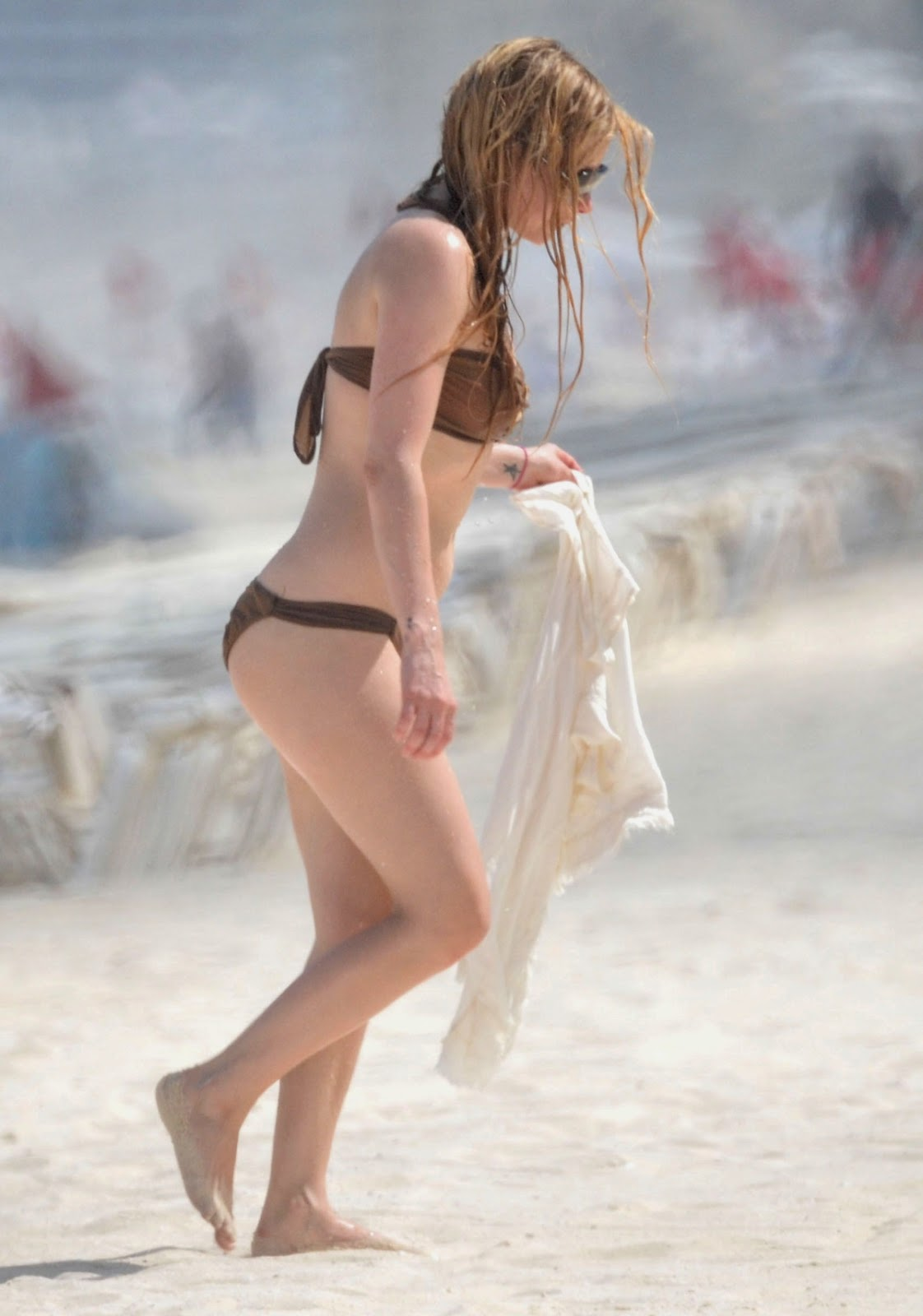Avril Lavigne - Hot Bikini Candids in Mexico Beach photos