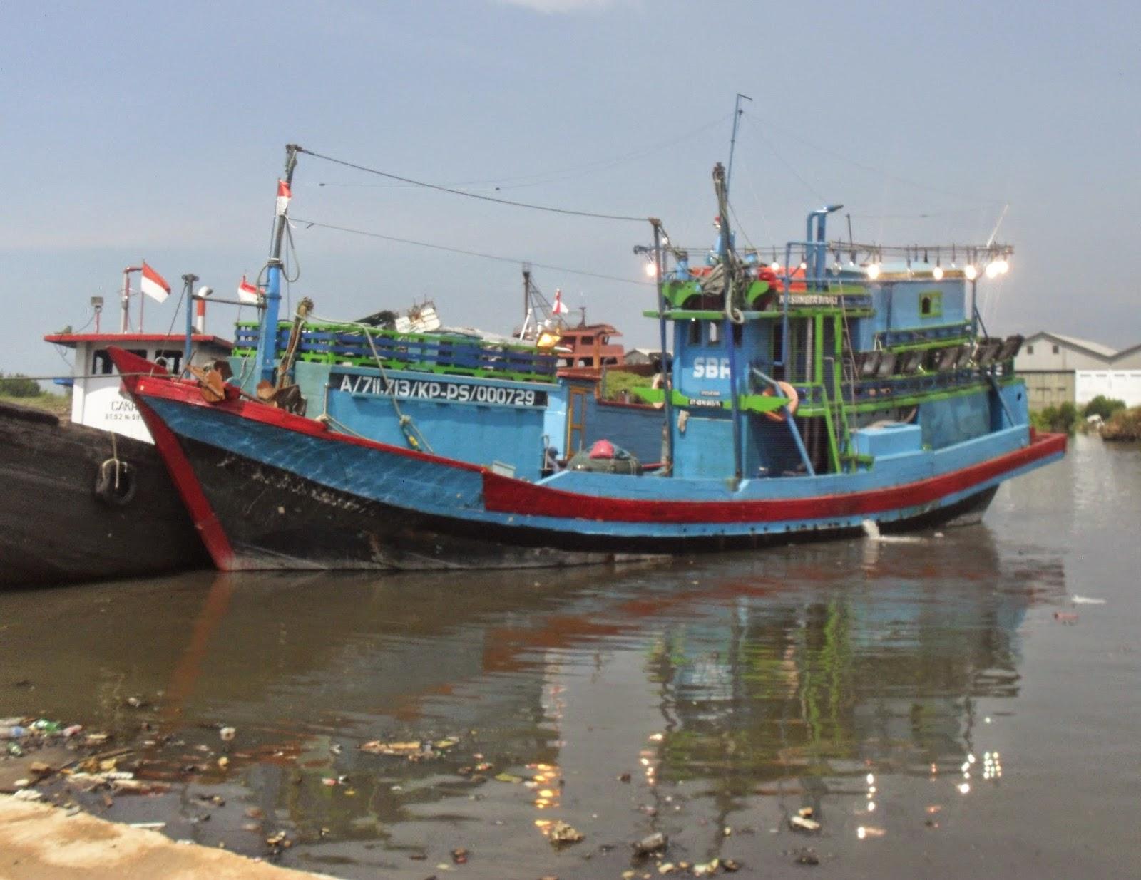 Pelabuhan Pekalongan Dangkal, Banyak Kapal Bongkar Ikan Di Pelabuhan Lain.