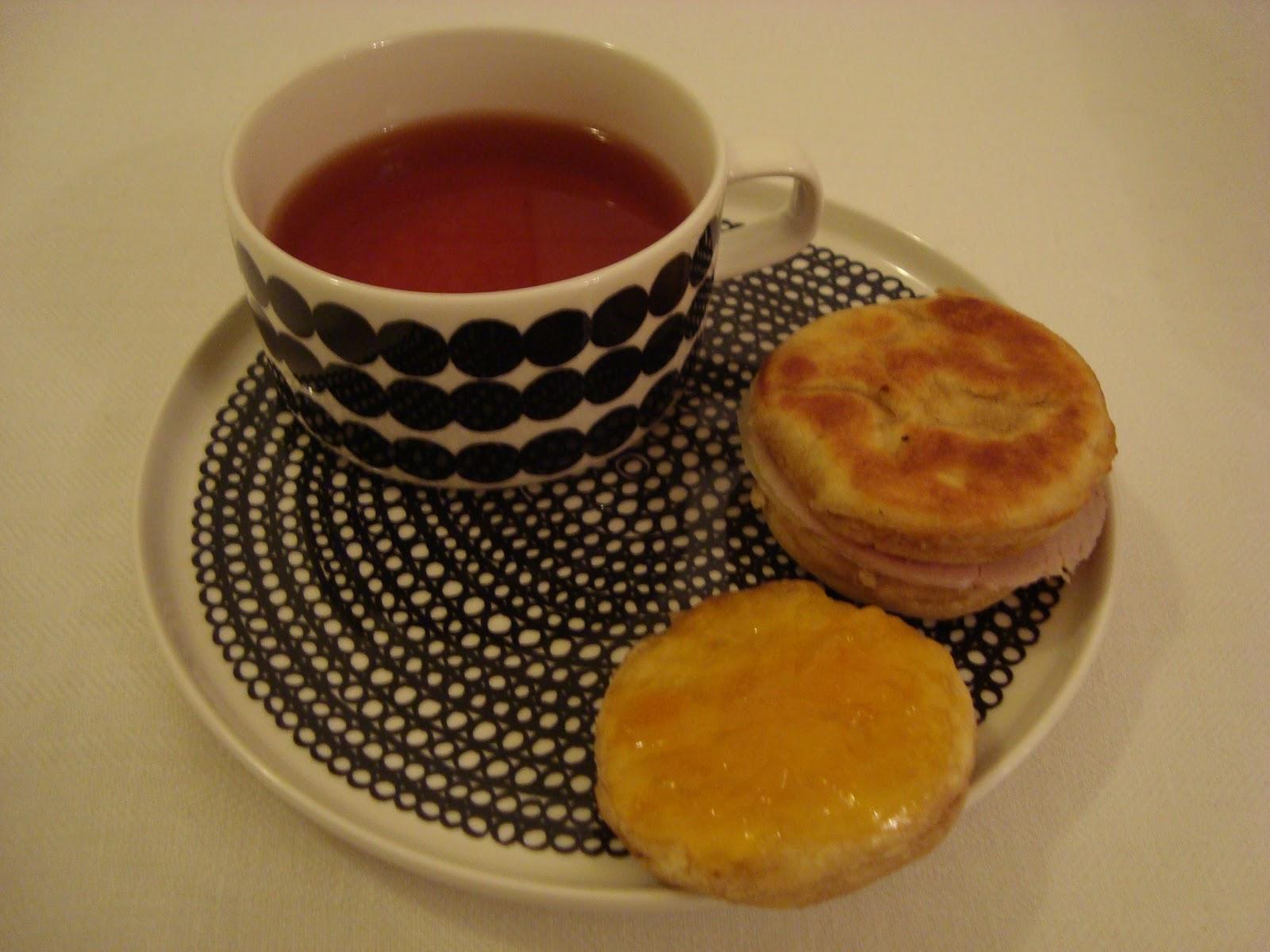 Peggyn pieni punainen keittiö Englantilaiset muffinit