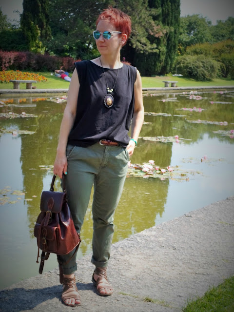 Casual look and leather backpack for visiting Parco Giardino Sigurtà