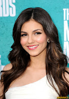Victoria Justice at the MTV Movie Awards at Gibson Amphitheatre on June 3