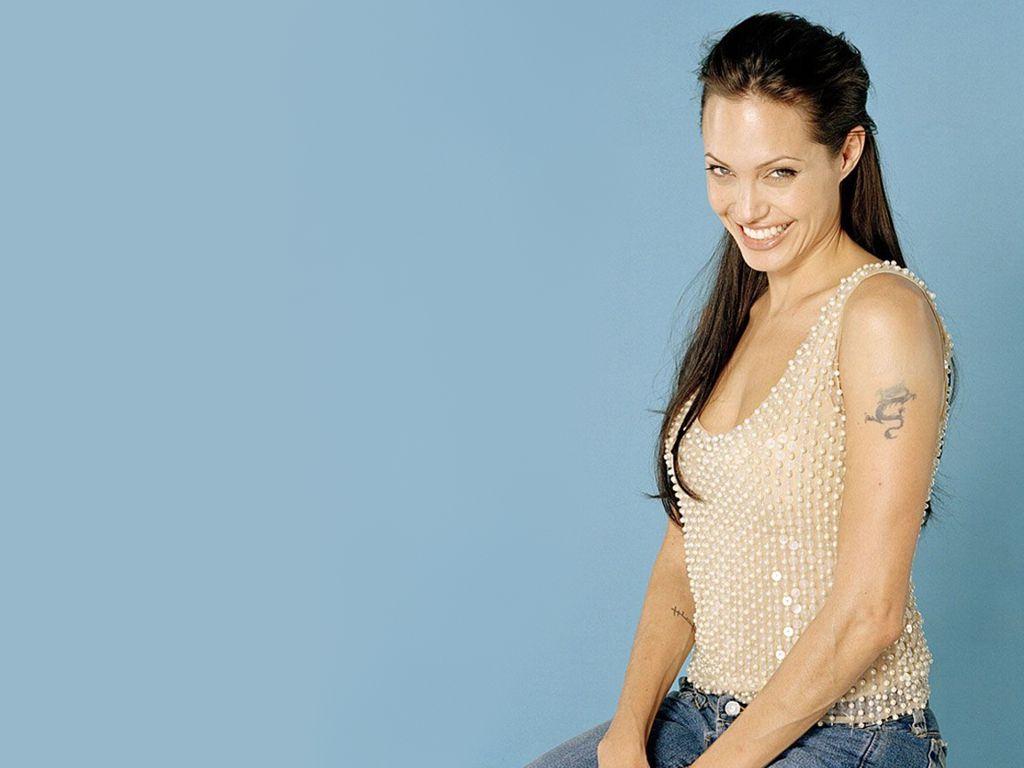 http://3.bp.blogspot.com/-v3hCuHXLRkQ/Ti_dPMB7OCI/AAAAAAAAACY/UjyfTpX_Q1A/s1600/angelina-jolie-tattoo-girl-wallpaper-a.jpg