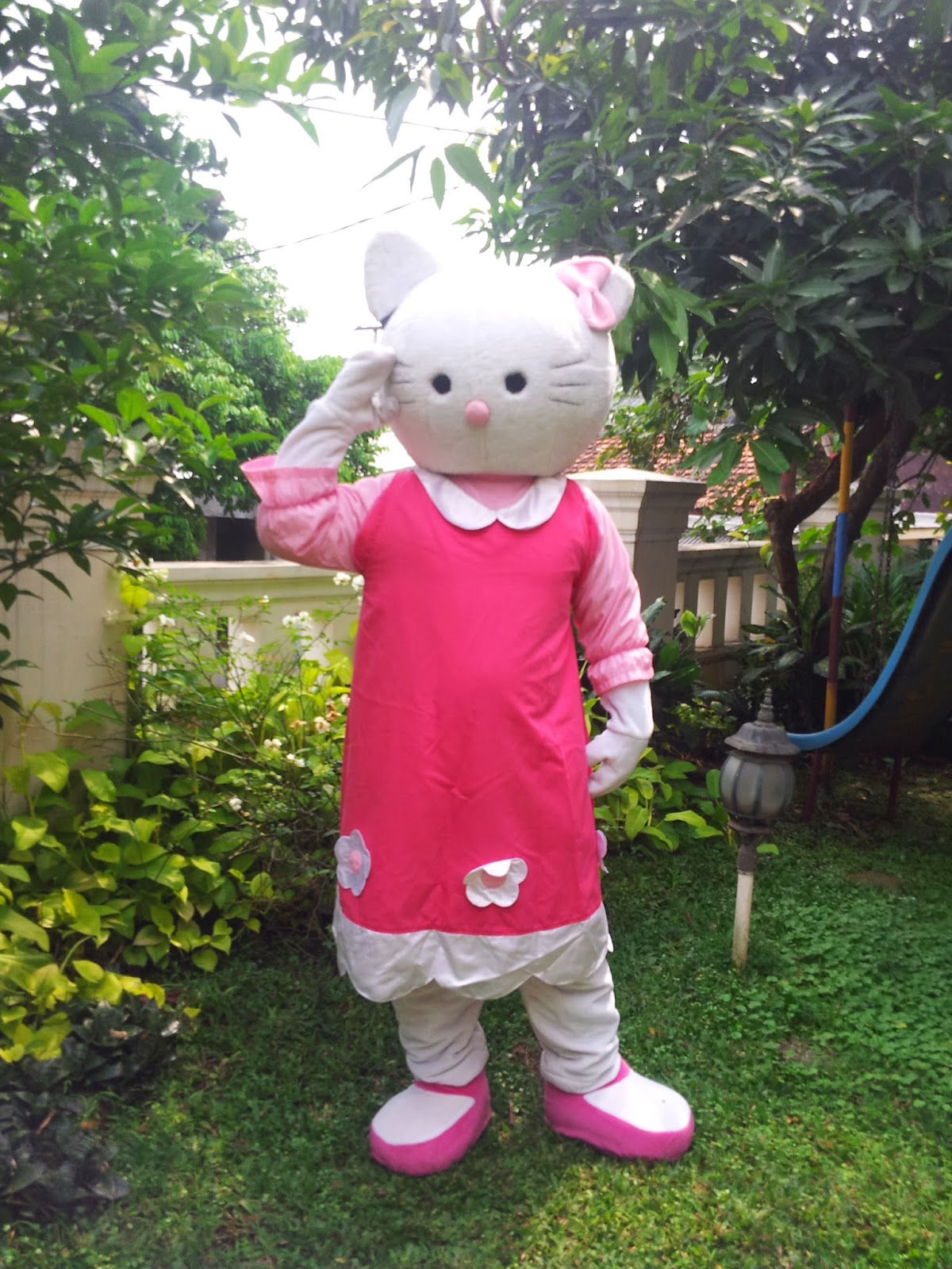 Badut Hello Kitty